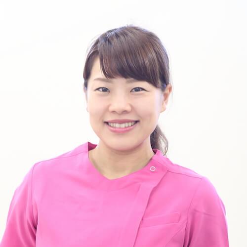 女性施術者 山田 玲奈