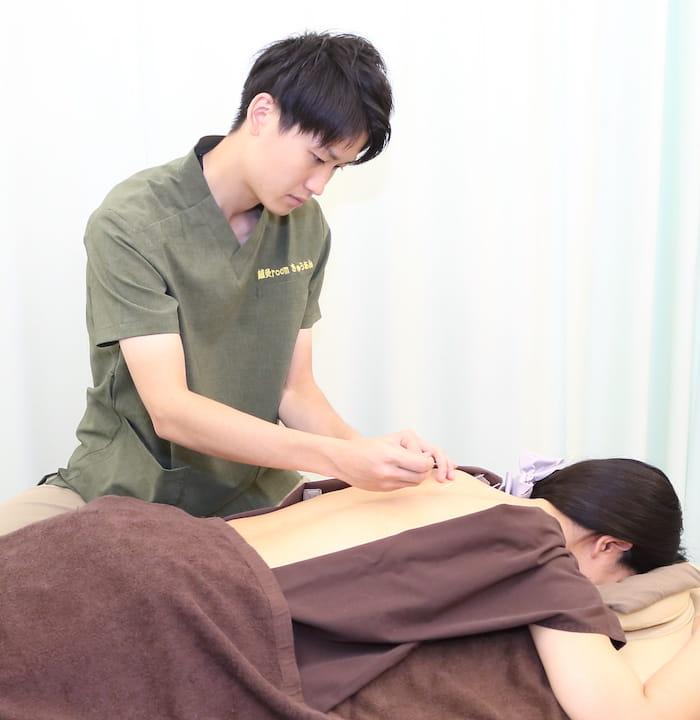 鍼灸施術風景